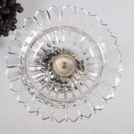 Antiek Varia / Kristallen druivenschaal op zilveren voet van druivenranken Hollands gekeurd 1884 (No.580321)