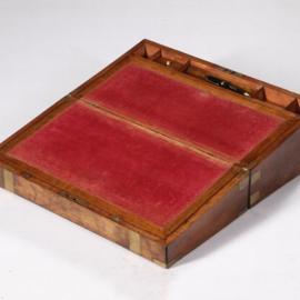 Antiek varia / Grote mahonie schrijfkist ca. 1860 met geheime vakjes en beslagen met messing (No.582611)