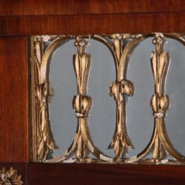 Antieke spiegels / Shouwspiegel in mahonie met goud maaswerk in de kroon 1830  (No.571034)