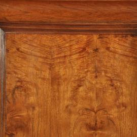 Antieke kasten / Strakke Pastoorskast ca. 1700 in notenhout op platte bolpoten (No. 393014)