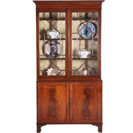 Antieke kasten / Engelse servieskast / boekenkast 1860 in mahonie met bloemmahonie en fijn inlegwerk (No. 630950)