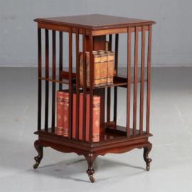 Antieke bijzettafels / Engelse mahonie boekenmolen ca. 1890 op een vierkant vast onderstel (No.582944)