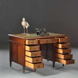Antieke bureaus / klein Hollands mahonie bureau ca. 1900 met  9  laden en centrale vergrendeling (No.522357)