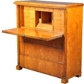 Antieke bureaus / Berkenhouten secretaire ca. 1850 met 14 kleine laden achter de klep (No.451947)