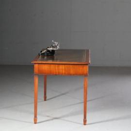 Antieke bureaus /  Engelse schrijftafel in mahonie ca. 1940 met donker bruin leer (No.611655)