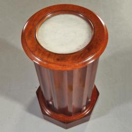 Antiek bijzettafels / Cilindrisch nachtkastje met cannelures of tóch een barmeubel ca. 1825 mahonie (No.210872)