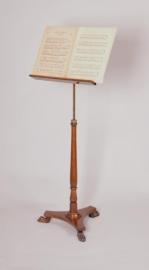Antiek varia / Muziekstandaard in hoogte en schuinte verstelbaar, liervormig blad ca. 1930 (No86591)