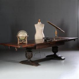 Antieke tafels / Zeer stoere Engelse pull leaf table / trektafel  17e eeuw en later 3,16 lang! (No.611656)