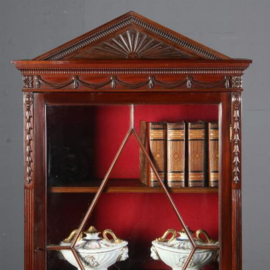 Antieke kasten / Opvallend smal en hoog vitrinekastje in mahonie ca. 1870 Engeland (No.550742)