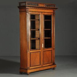 Antieke kasten / Uitzonderlij fraaie Willem III boekenkast ca. 1875 in notenhout met zwarte details (No.251612)