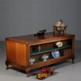 Antieke bureaus / Niet alledaags bureau met aan een kant een boekenkast ca. 1915 notenhout (No.630955)