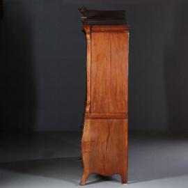 Antieke kasten / Klein Hollands ca. 1800 gebombeerd kabinet in mahonie (No.610958)