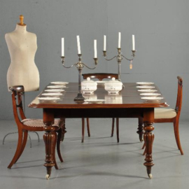 Antieke tafels / Victoriaanse coulissentafel ca. 1870 met 2 inlegbladen in mooie oude kleur (No.301722)