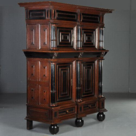 Antieke kasten / Hollandse 4-deurskast ca. 1660 in eiken en met veel ebben (No.530934)