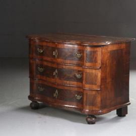 Antieke kasten / Rococo Commode orgel gebogen ca. 1740  noten met wortelnoten (No.582612)