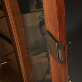 Antieke kasten / Smalle vitrinekast in kersenhout ca. 1840 met glazen planchetten (No.390654)