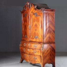 Antieke kasten / Hollands rozenhouten gebombeerd transition kabinet ca. 1780 met brons (No.582619)