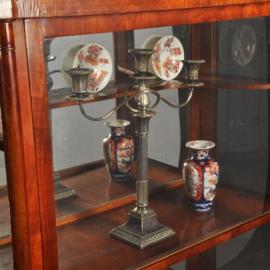 Antieke kasten / Vitrine driezijdig glas biedermeier ca. 1830 met spiegel achterwand (No.401746)