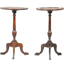 Antieke bijzettafels / stel van 2 wijntafeltjes ca. 1890 ingelegd en met een opstaand randje. (No.402552)*