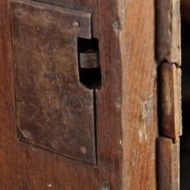Antieke kasten / kleine Hollandse 17e eeuwse kussenkast eiken, palissander en ebben, ca. 1690 (No.281102)