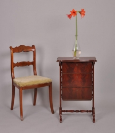 Antiek werktafeltje / bijzettafeltje met openklappende bakjes mahonie ca. 1865 (No452601XTEQ)