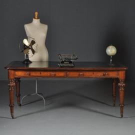 Antieke bureaus / Victoriaanse parners schrijftafel ca. 1860 met zeer fraai zeer donkergroen leer (No.421351)