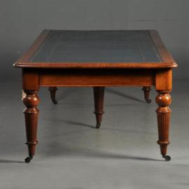 Antieke tafels / uitzonderlijk grote Victoriaanse bibliotheektafel ca. 1855  306X123 in mahonie met blauw leer (No-291431)
