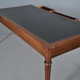 Antieke bureaus / Reusachtige schrijftafel met stoel doorleefd groen leer ca. 1950 Frankrijk (No.411551)