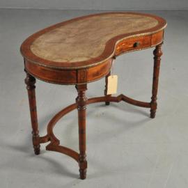 Antieke bureaus / Niervormige schrijftafel met leer ca 1900  ingelegd met bloemmotieven (No.310723)