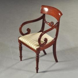 Antieke stoelen / Stel van 8 Engelse vroeg Victoriaanse eetkamerstoelen ca. 1840, 2 met armleuningen stoffering naar wens (No-172932)