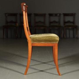 Antieke stoelen / 6 Biedermeier sabelpootstoelen ca. 1825 met bloemmahonie kappen (No-340228)