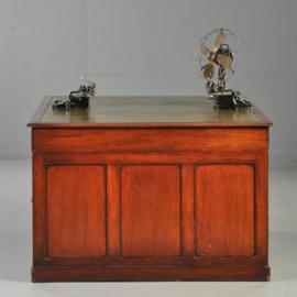 Antieke bureaus / Mahonie partners desk met groen leer 12 laden en 2 geheime laden. (No-341622)