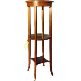 Antieke bijzettafels /  Hoge lampetafel of plantentafel met 3 bladen fraai ingelegd en zeer rank (No.290623)
