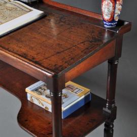 Antieke bureaus / Brede schrijftafel / lezenaar 1825 doorleefd mahonie (No.402565)