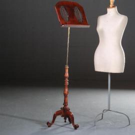 Antiek varia / Muziekstandaard in mahonie met brons ca. 1925, in hoogte en in schuinte verstelbaar (No.592961)