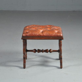 Antiek varia / Engelse voetenbank of stool ca. 1850 gecappitoneerde zitting in leer  (No.422161)