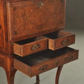 Antieke kasten / Kunstkabinetje / tafelkabinet met lezenaar ca. 1740 wortelnoten (No.501308)