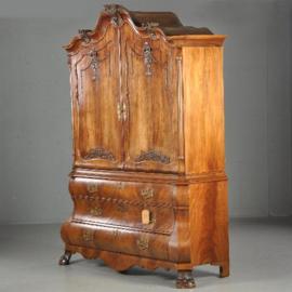 Antieke kasten / Dubbel gebogen rococo kabinet met drempeldeuren (No.450211)