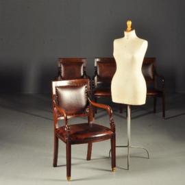 Antieke stoelen / Vintage armstoel in doorleefd leer prijs per stuk (No.841003RT)