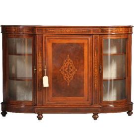 Antieke kasten /  Blonde notenhouten Credenza ca. 1950 met kwart ronde vitrines (No.430620)