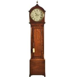 Antieke klokken / Staandhorloge / Halklok / Grandfather clock ronde wijzerplaat ca. 1825 (No.371735)