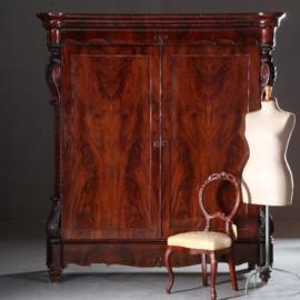 Antieke kasten / Monumentale wandvullende tweedeurskast ca. 1860 oorspronkelijk gemaakt als garderobekast (No.430612)
