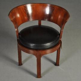 Antieke stoelen / Franse empire armstoel ca. 1815 in mahonie met bloemmahonie en zwart leer (No.301712)