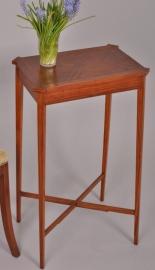 Antieke Bijzettafels / Bijzonder strak en elegante Engelse bijzetafel (No473745XV)