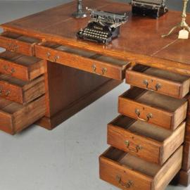 Antieke bureaus / Leer ingelegd partnerbureau ca. 1910 met 12 laden en 2 deurtjes (No.380951)