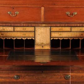 """Antieke kasten / kapitaal Schrijfkabinet of """"Buro Bookcase"""" met magnefiek interieur ca. 1815 in mahonie met ahorn (No.241556)"""