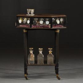 Antieke bijzettafels / Tafelvitrine bronzen 8-kantige horlogevitrine op zwart gedraaid onderstel (No.432232)