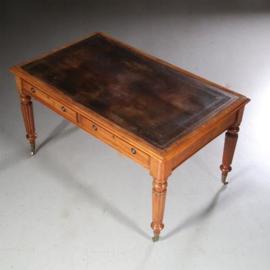 Antieke bureaus / Engelse partnerschrijftafel  in mahonie ca. 1870 met bruin leer (No.611654)