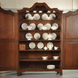 Antieke kasten / 18e eeuwse eiken kantoorkast waar ook zeer veel servies in past (No.491760)