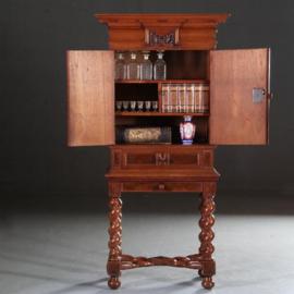 Antieke kasten / Hollands tafelkastje / Hollands Rariteitenkabinetje begin 18e eeuw in eiken met noten palissander en mahonie   (No.601042)